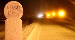 Bolu Dağı'nda kar yağışı etkisini artırdı! Ulaşımda aksamalara neden oluyor