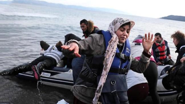 Çanakkale'den yola çıkan ve 30 düzensiz göçmeni taşıyan şişme bot, Yunanistan'a ulaştı
