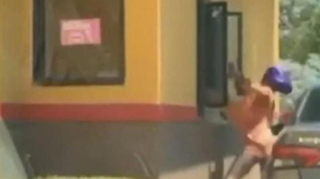 ABD'de 4 kadın hırsız kasiyeri darbetti