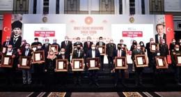 Ali Yerlikaya, şehit aileleri ve gazilere Devlet Övünç Madalyası takdim etti