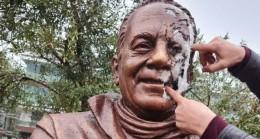 Bekir Coşkun'un heykeline saldırı
