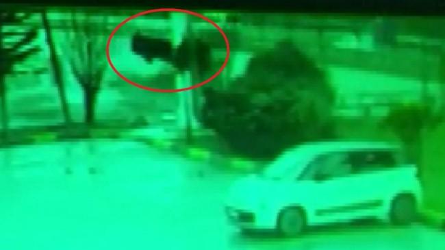 Bursa'da kontrolden çıkan otomobil takla atıp, duvara çarptı