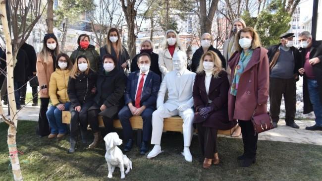 CHP'li Bilecik Belediyesi Atatürk ve köpeği Foks'un heykelini kaldırdı