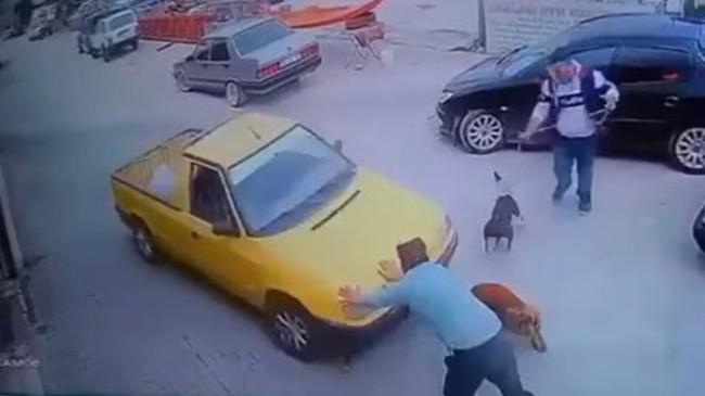 İzmir'de el freni çekilmeyen kamyonet bir kişiyi eziyordu