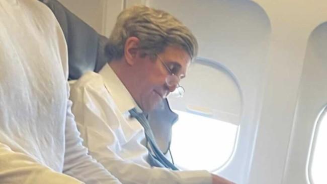John Kerry, uçakta maskesiz görüntülendi