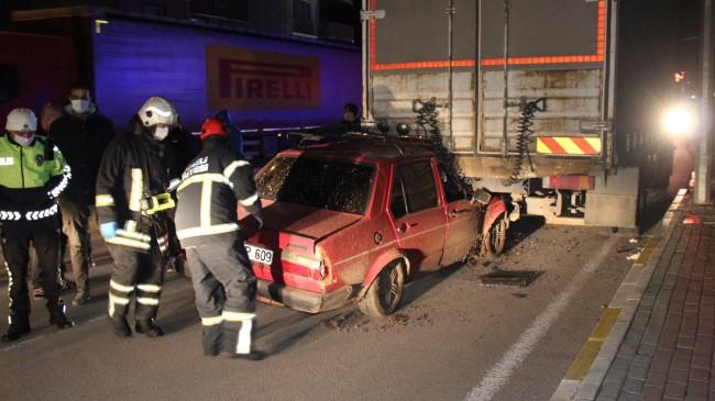 Kocaeli'de kamyonun altına giren sürücü yaralandı