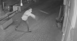 Manisa'da camı kırıp telefonları çalan hırsız kamerada