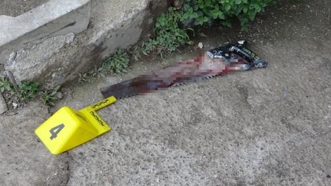 Pendik'te esnaf baba ve oğlu testereli saldırıya uğradı