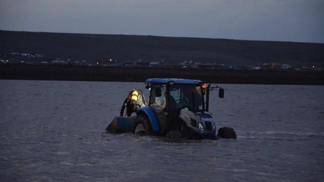 Siverek'te tekne alabora oldu, 2 genç kayboldu