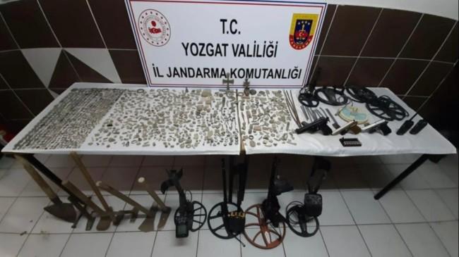Yozgat'ta iş yerinde yüzlerce tarihi sikke ele geçirildi