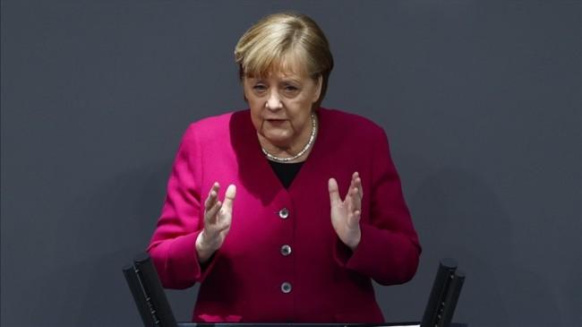 Angela Merkel, ABD'nin İklim Zirvesi'ne dönmesini memnuniyetle karşıladı