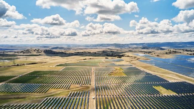 Apple, güneş enerjisi tesisinde Tesla'nın pillerini kullanacak