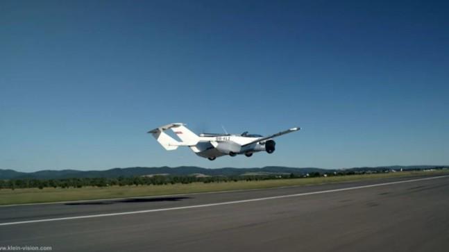 Uçan araba AirCar ilk uçuş testini geçti